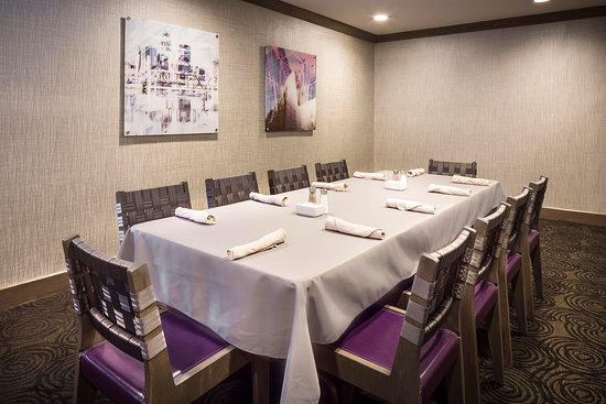 Coralville, IA: Twelve01 Restaurant Table