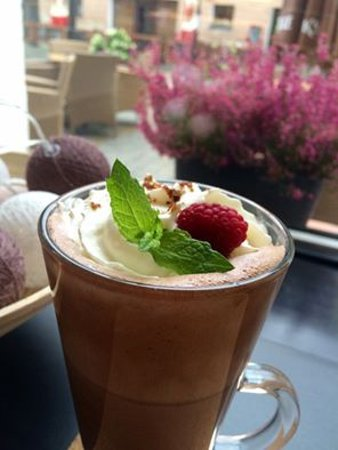 Gniezno, Polonia: Delicious hot chocote for the dessert