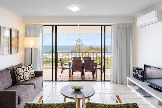 Alexandra Headland, Αυστραλία: Oaks Seaforth Resort 2 Bedroom Ocean View Living