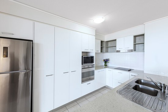 Alexandra Headland, Αυστραλία: Oaks Seaforth Resort 2  Bedroom Ocean View Kitchen