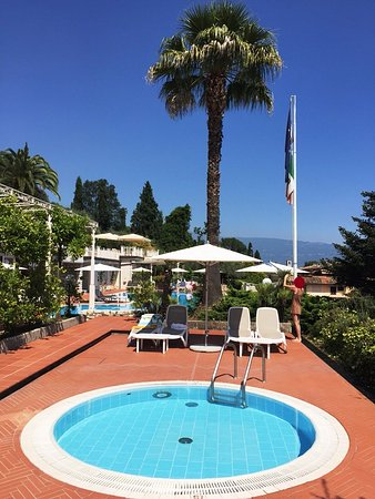 Hotel Villa Florida: View from children's pool area