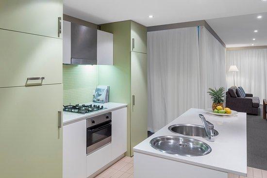 Glenelg, Australia: Oaks Liberty Towers 2 Bedroom Kitchen Refurb