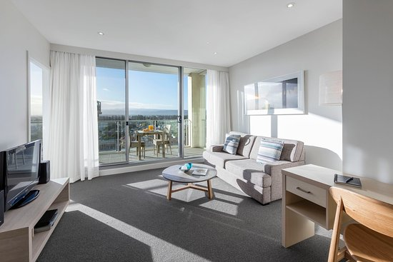 Glenelg, Australia: Oaks Liberty Towers 1 Bedroom Living Refurb