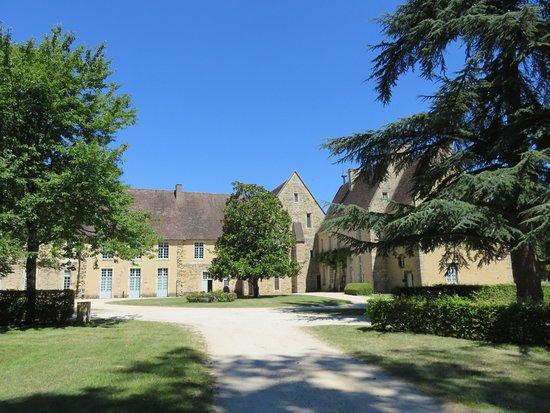 Abbaye de L'Epau: jardin de l'abbaye