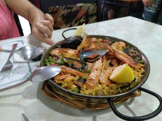 Sant Joan Despi, สเปน: paella para 2 en el menu de los jueves