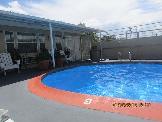 Monterey Non-Smokers Motel: good pool