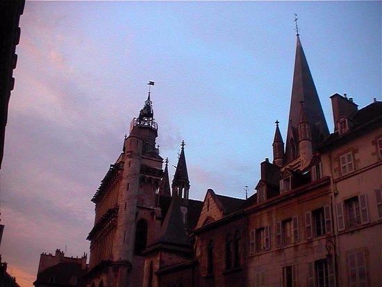 Notre Dame: La chiesa al tramonto