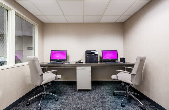 Crowne Plaza Los Angeles - Commerce Casino: Complimentary internet, printing capabilities & privacy to work