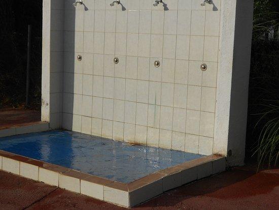 """Domaine Residentiel """"Eucalyptus Park"""" : douche de la piscine"""