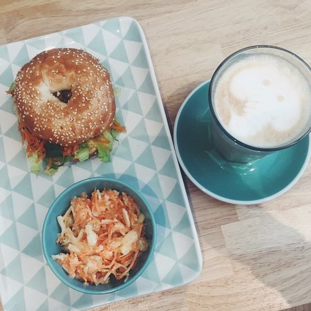 Lier, เบลเยียม: Or what about a bagel for lunch? We have a large menu of sweet and savoury bagels.