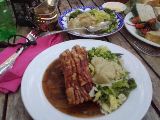 Hoarwithy, UK: Roast belly pork and veg