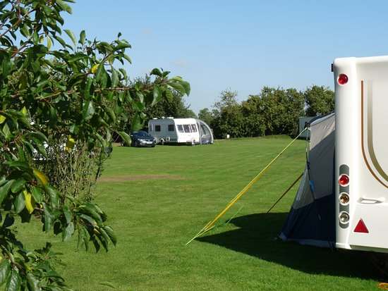Alford, UK: Flat and level pitches grass & hard standing