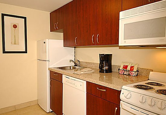 Lady Lake, FL: Suite Kitchen