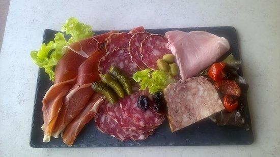 Tresserve, Франция: Déjà adoré les filets de poisson ? La plancha vous attend prochainement.