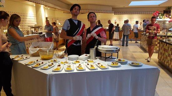 Vila Nova de Cacela, Portugal: Starters table on French evening.