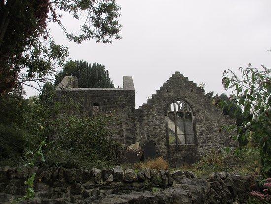 Malahide, Irland: развалины на территории замка