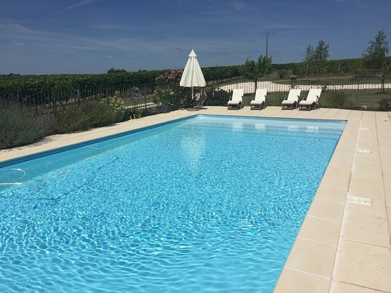 Les Leves-et-Thoumeyragues, Frankreich: solar heated pool
