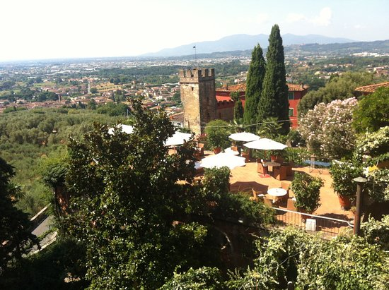 Relaxing amidst beauty in a pleasant environment in Buggiano.