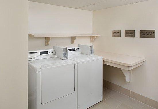 Vallejo, كاليفورنيا: Guest Laundry Room