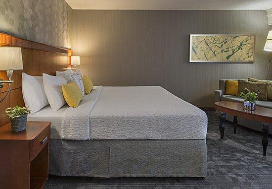 Beachwood, OH: King Guest Room