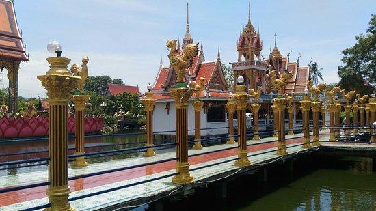 Wat Plai Laem: P_20160825_123928_large.jpg