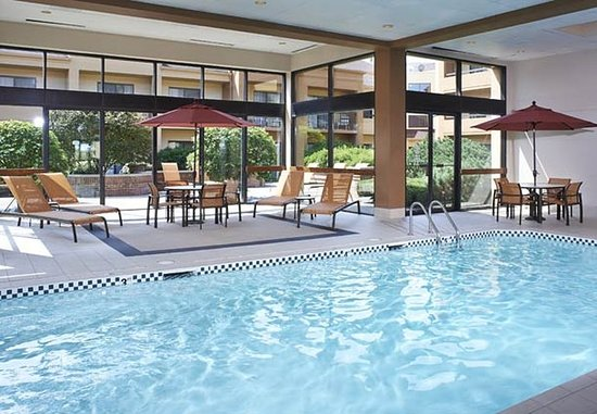 Oakbrook Terrace, IL: Indoor Pool
