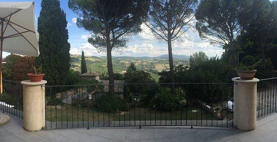 Valfabbrica, İtalya: Amazing view from the Villa