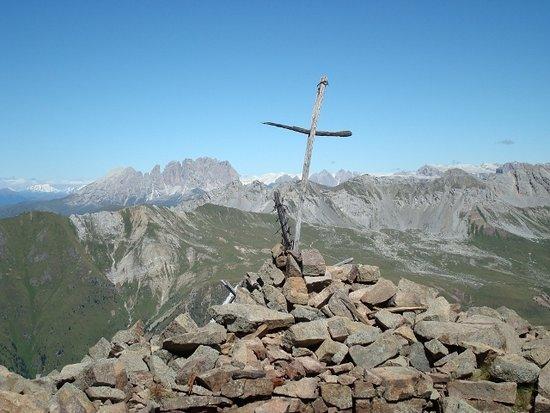 Moena, Itália: La vetta con lo sfondo del Sassolungo