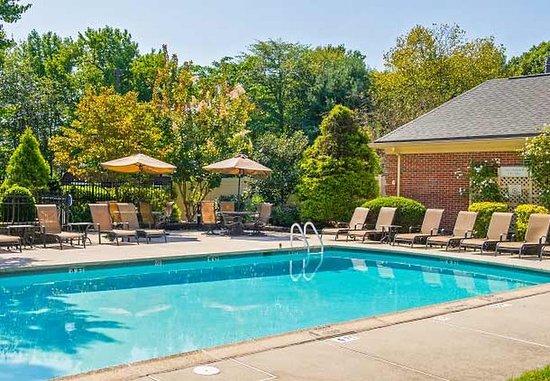 Tinton Falls, NJ : Outdoor Pool
