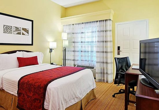 Athens, GA: Accessible Double Guest Room
