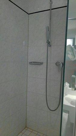 Kloten, Sveits: シャワールーム