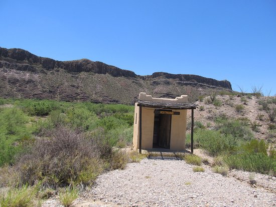Lajitas, TX: Just a little restroom in the middle of nowhere. Interesting