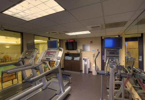Courtyard Springfield Airport: Fitness Center