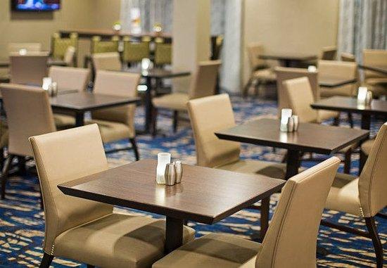 Englewood, Colorado: The Bistro – Dining Area