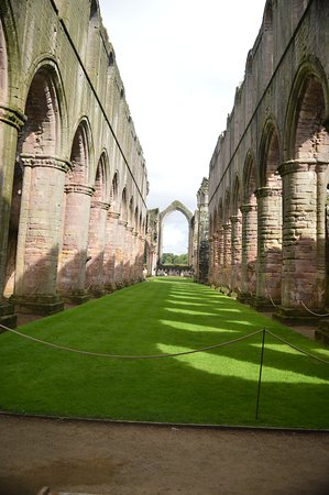 Fountains Abbey and Studley Royal Water Garden: vast ruins