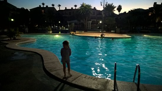 Albir Garden Resort: Pool at night