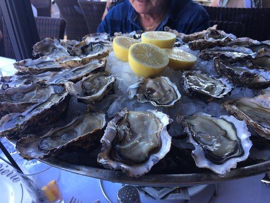D jeuner entre amis sur la terrasse excellent repas servi for Dejeuner entre amis