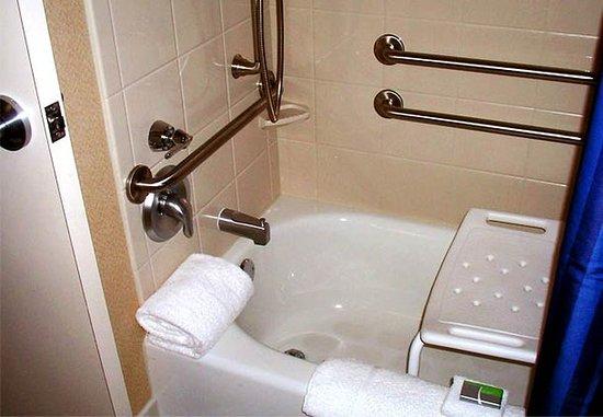 Hattiesburg, MS: Accessible Bathroom