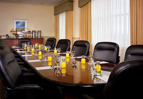 Ronkonkoma, NY: The Peconic Boardroom