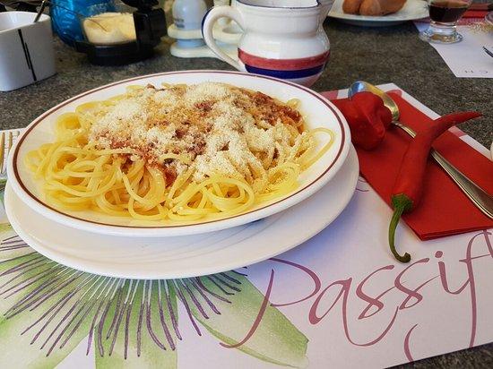 Gordevio, سويسرا: Una bolognese cosi, non si trova in ticino. Complimenti alla cuoca Rinalda. Il servizio ottimo d