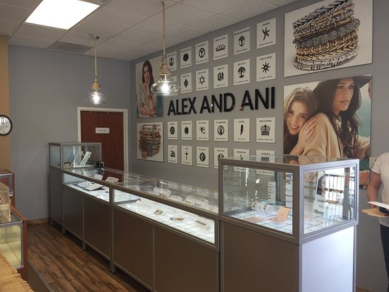 Vienna, Virginia Occidentale: A large selection of Alex and Ani