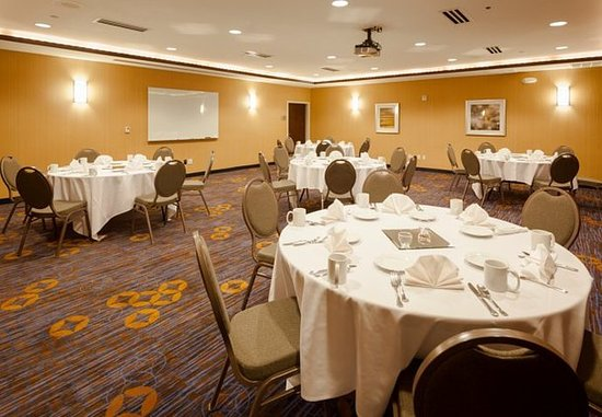 Middleton, WI: Meeting Room – Banquet Setup