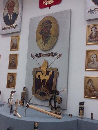 Zlatoust, Russia: Портреты знаменитых инженеров и художников фабрики. В центре Бушуев - автор крылатых коней