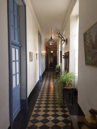 Vouilly, Frankrike: Downstairs hallway.