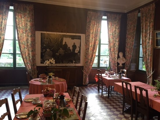 Vouilly, France: Main dining room.