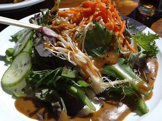 Longueuil, Kanada: This is the Asian salad..yummy