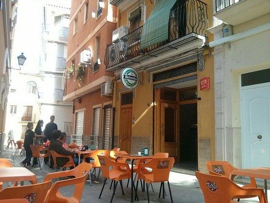 Navajas, Spanyol: la façadde du bar / restaurant