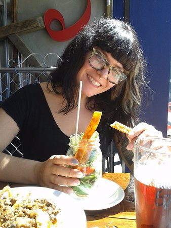 Longueuil, Kanada: My daughter enjoying her salad