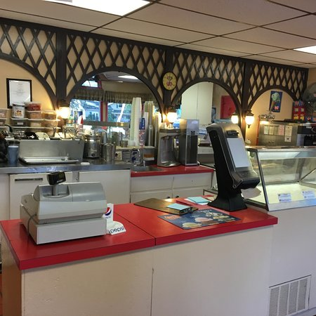 Elma, NY: Johnny Family Restaurant - ordering counter