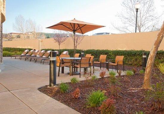 Courtyard Sacramento Folsom: Courtyard - Outdoor Area